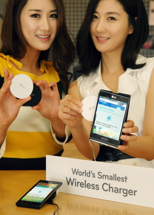 LG-WCP-300-smallest-wireless-charger-2.jpg