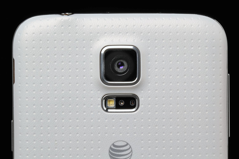 Samsung-Galaxy-S5-review-rear-camera-lens-macro-2