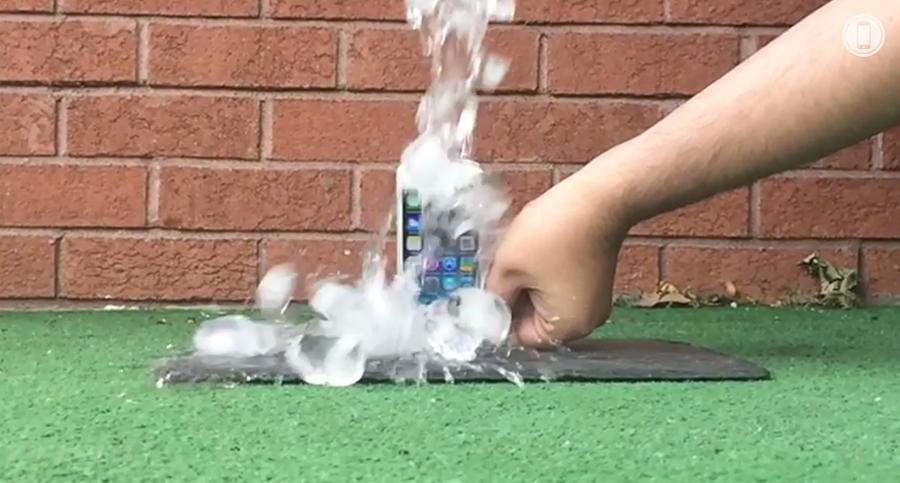 iPhone-5S-Ice-Bucket-Challenge-from-Samsung