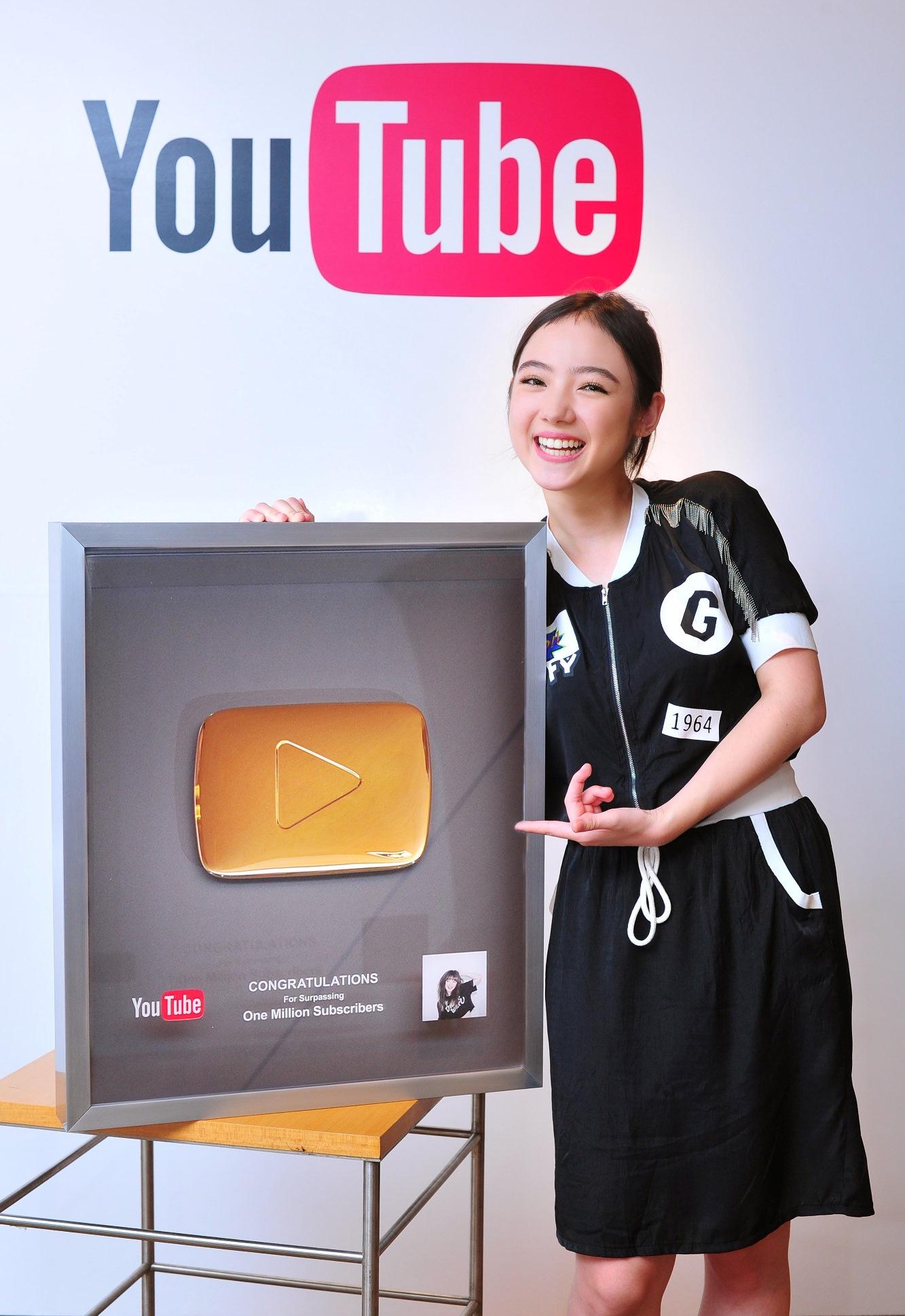 PloyChompoo One Million Subscribers-04