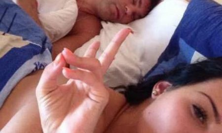 Model-allegedly-called-Catherine-takes-blackmail-selfie-in-bed-with-Jaromir-Jagr[1]