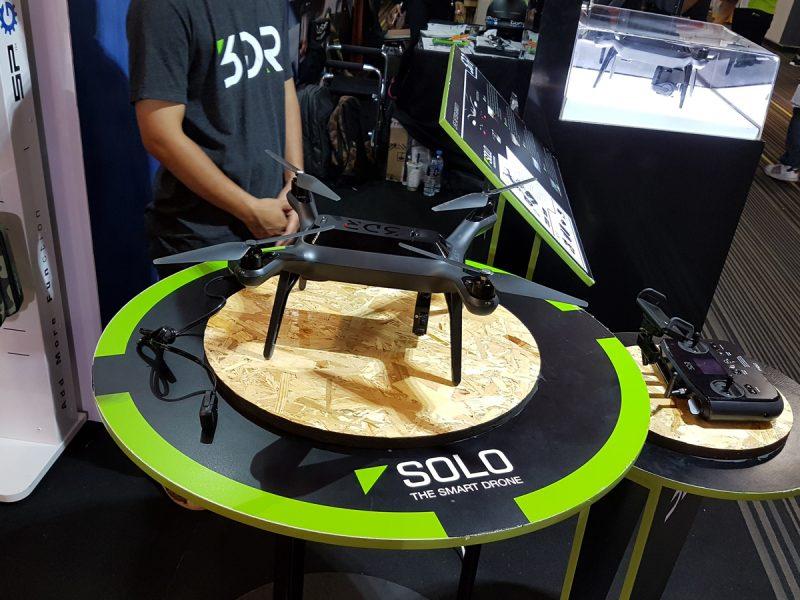 3DR SOLO สมาร์ทโดรนเชื่อมต่อกับสมาร์ทโฟนและสั่งควบคุมการบินได้อัตโนมัติ