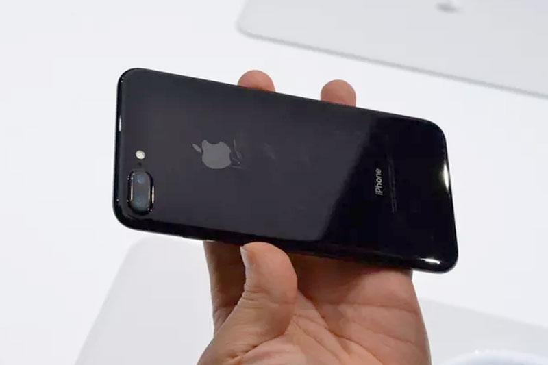 iPhone-7-jet-black-scratch
