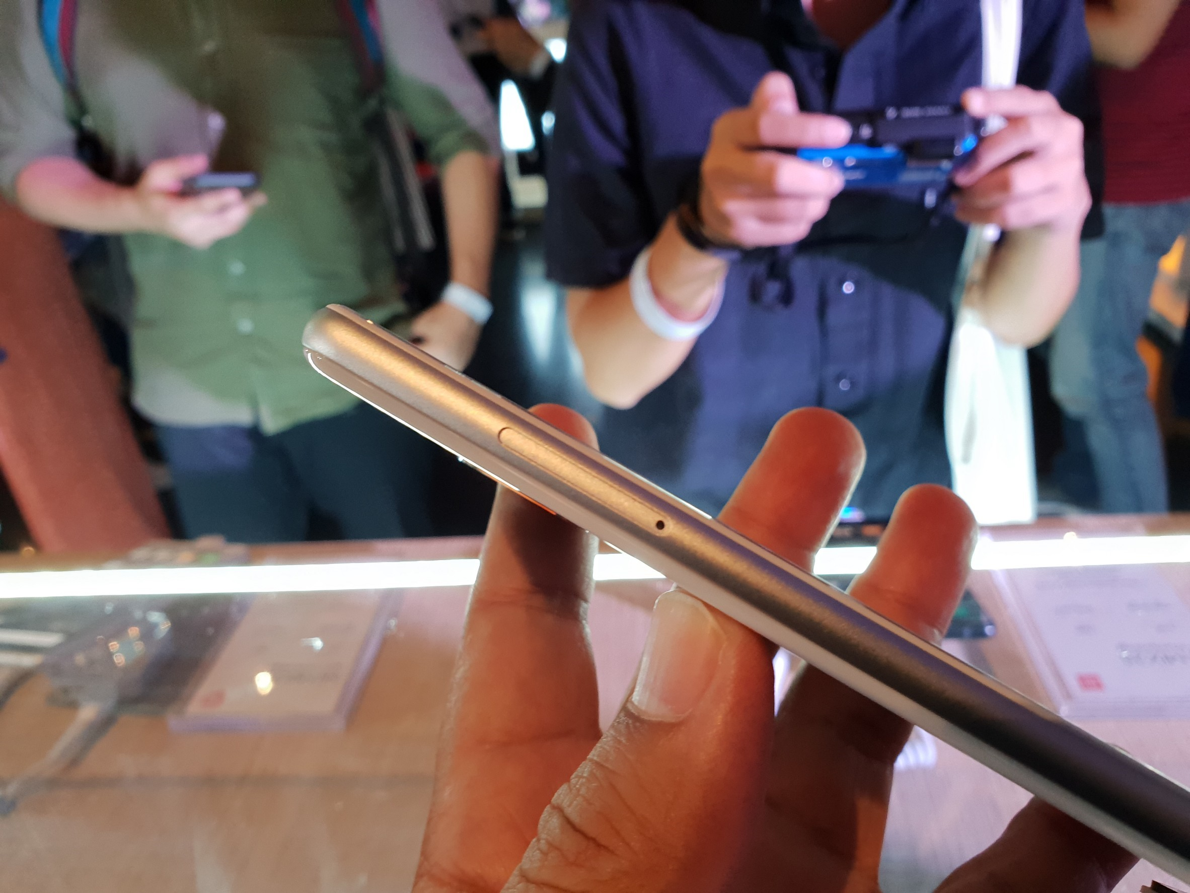 Xiaomi Mi Mix 2S Hands on 1 (3)