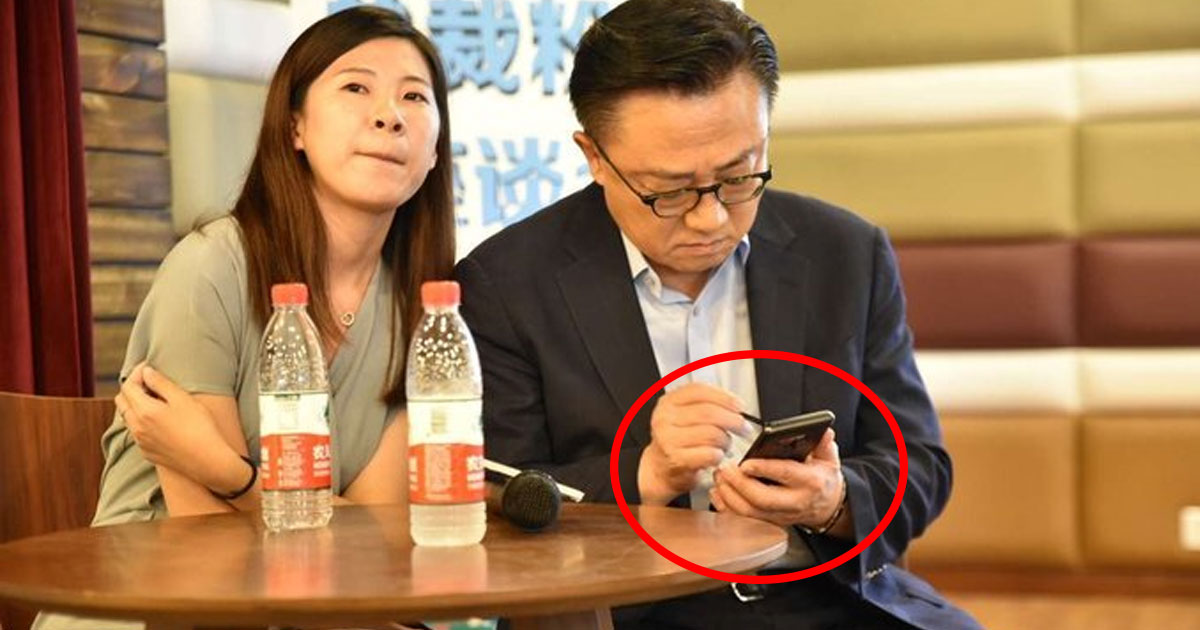Samsung CEO with Galaxy Note 9