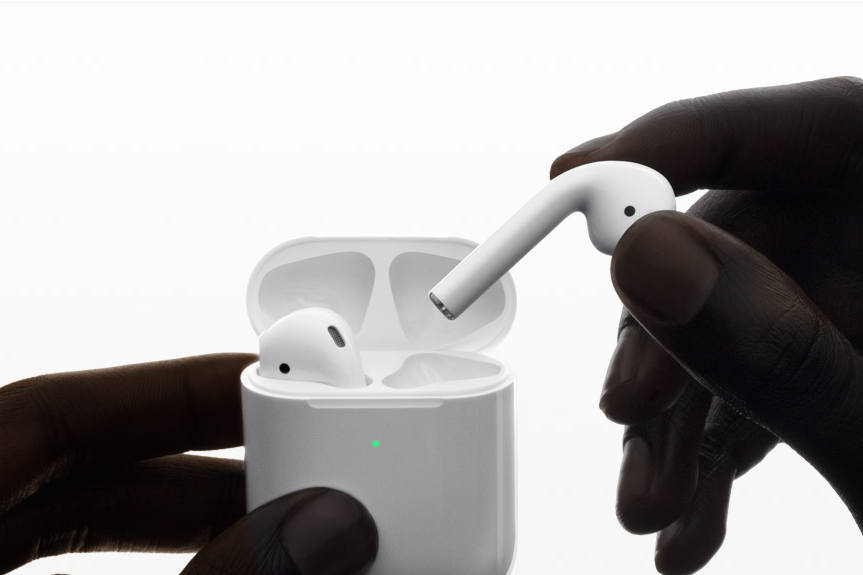 Apple AirPods 2 Charging