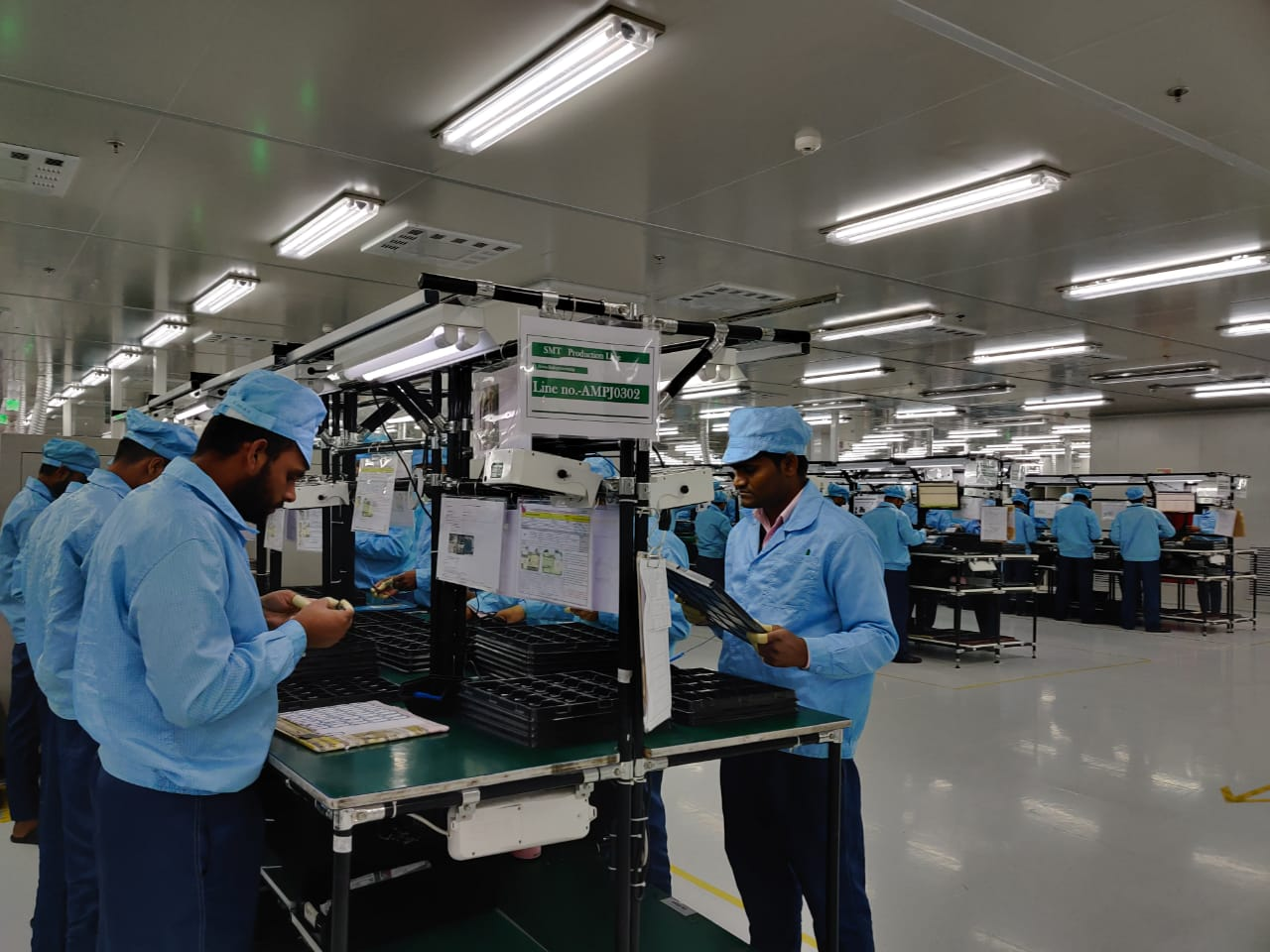 Workers-at-the-OPPO-Manufacturing-unit-in-Greater-Noida