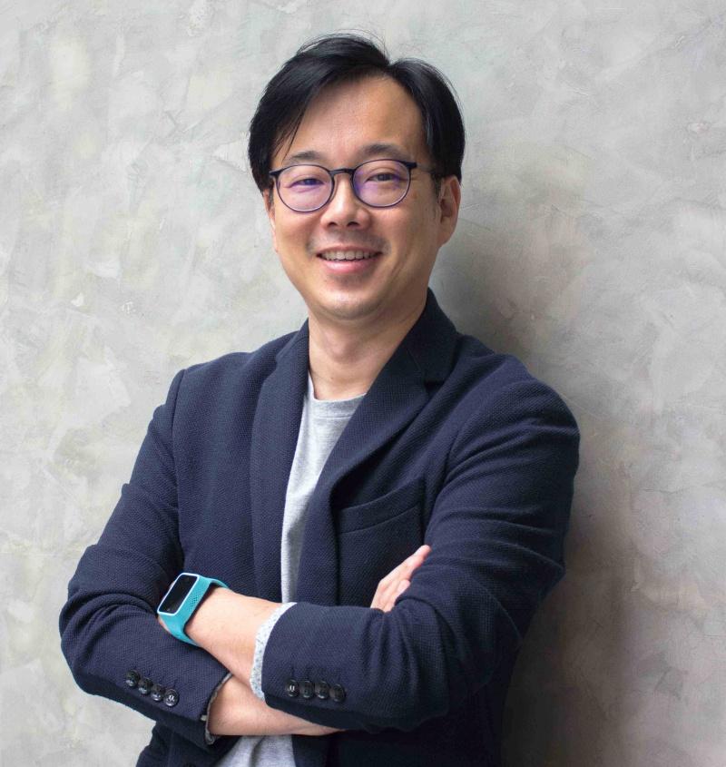 Pic 14 นายฉัตรชัย ตั้งจิตตรง ประธานกรรมการ บริษัท พีเอ็มเอช โฮลดิ้ง