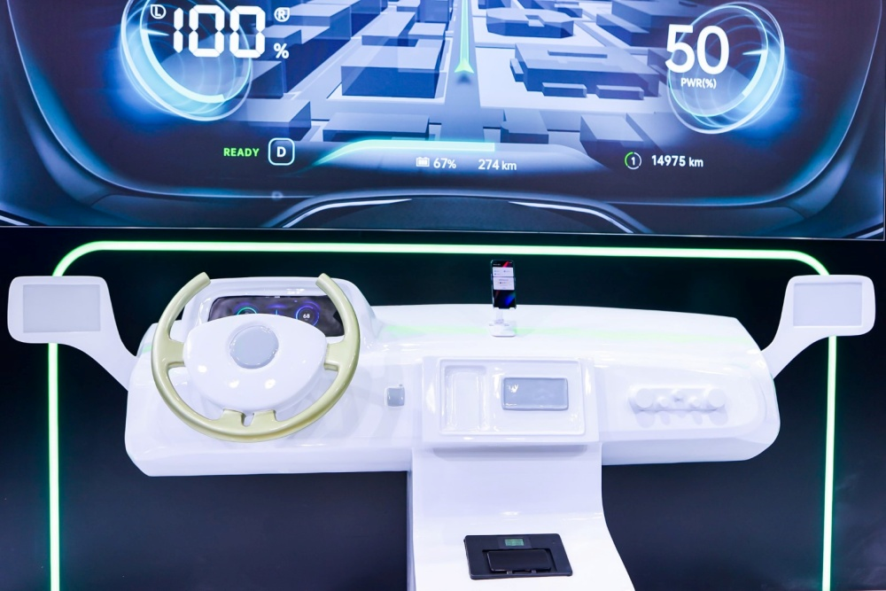 (3) OPPO VOOC wireless flash charging in the car