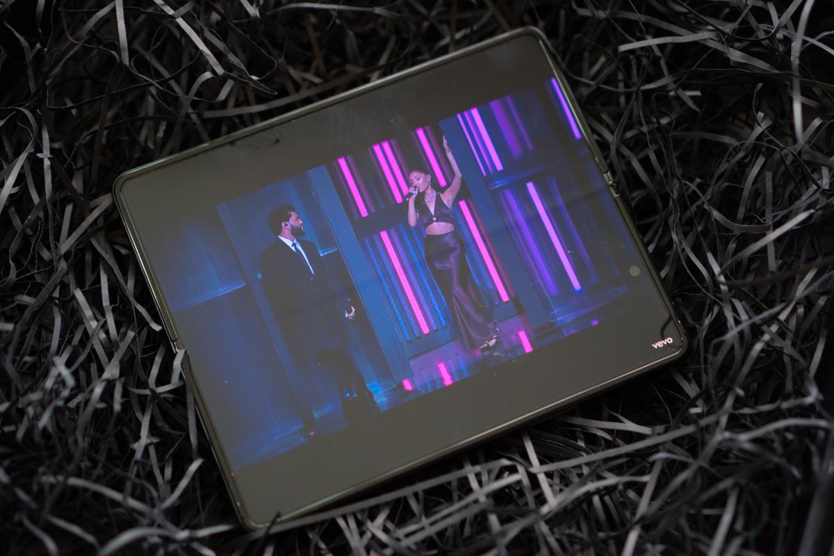 Samsung Galaxy Flip3-52