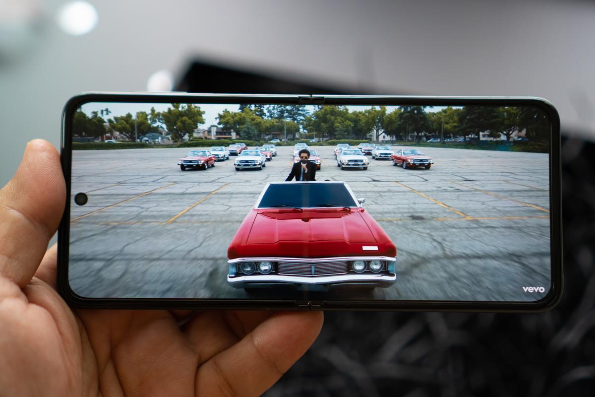 Samsung Galaxy Flip3-88