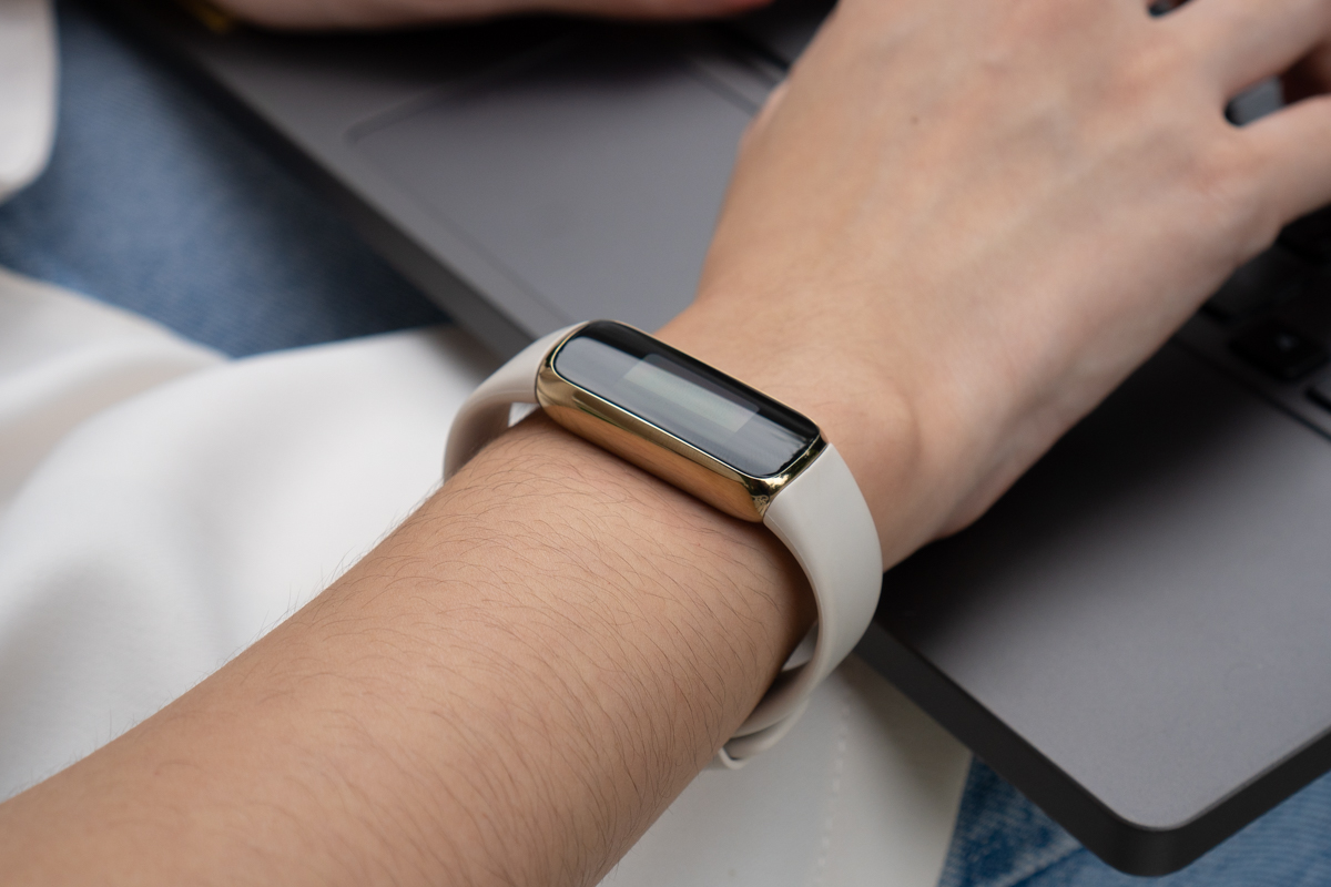 Fitbit Luxe-2
