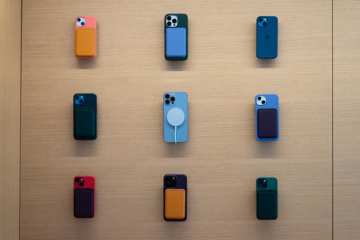 iPhone 13-43