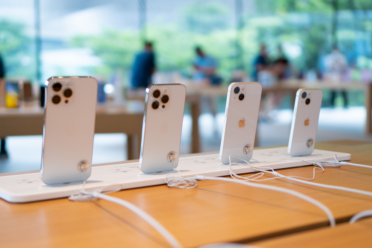 iPhone 13-56